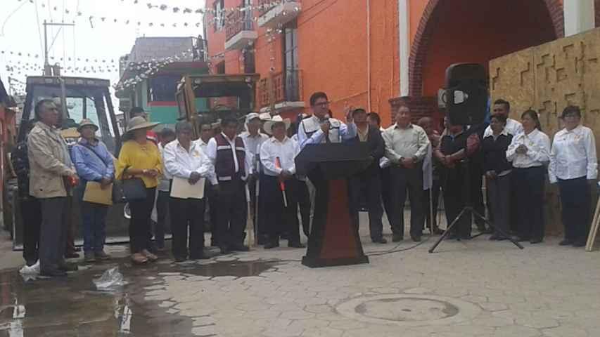 Diputado Federal gestiona más de 5 millones de pesos para obras en Texoloc