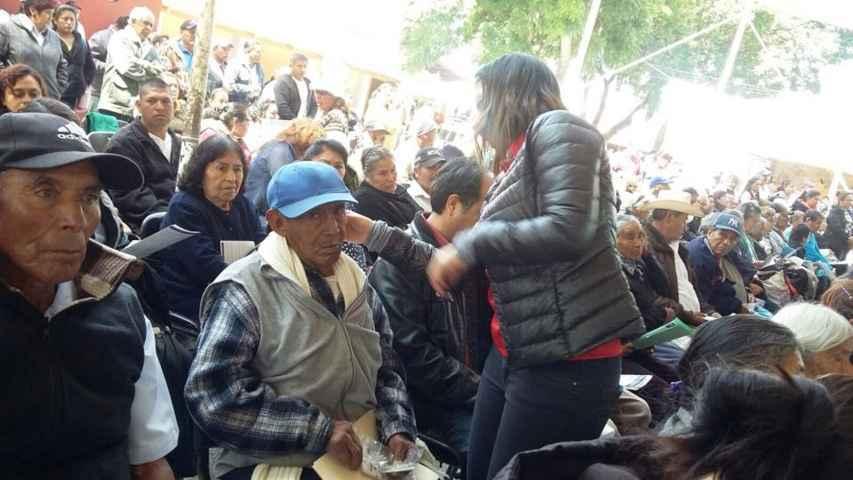 Entregan de aparatos auditivos a Adultos mayores  de Nanacamilpa