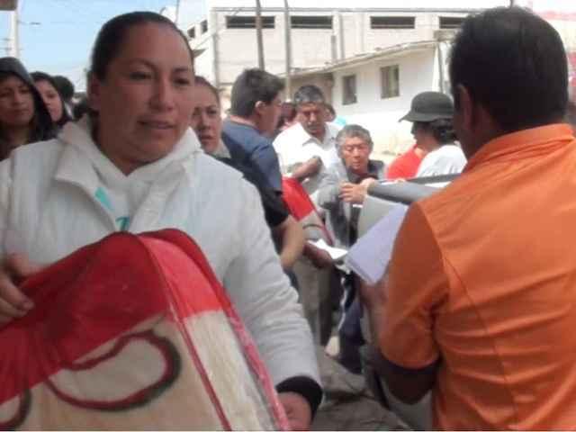 Entregó Ayto. de Nanacamilpa cobertores a familias vulnerables