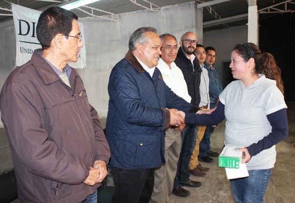 Encabeza alcalde de Huamantla entrega de focos ahorradores