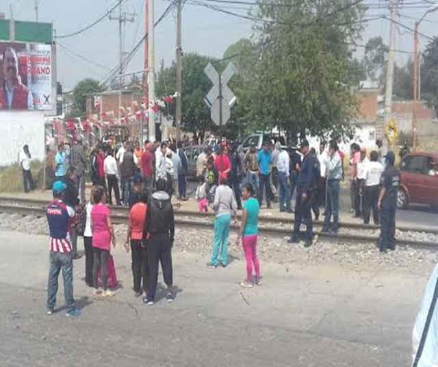 Violento enfrentamiento entre mototaxistas en Papalotla