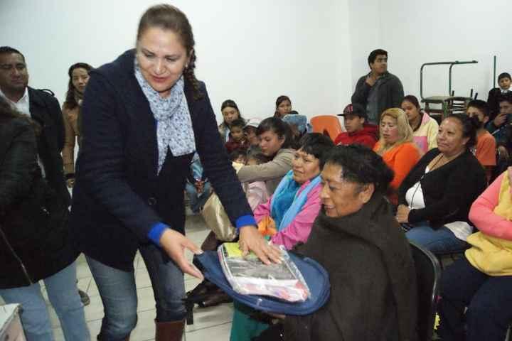 LCOC Entrega útiles escolares a estudiantes del (ITEA) Nanacamilpa