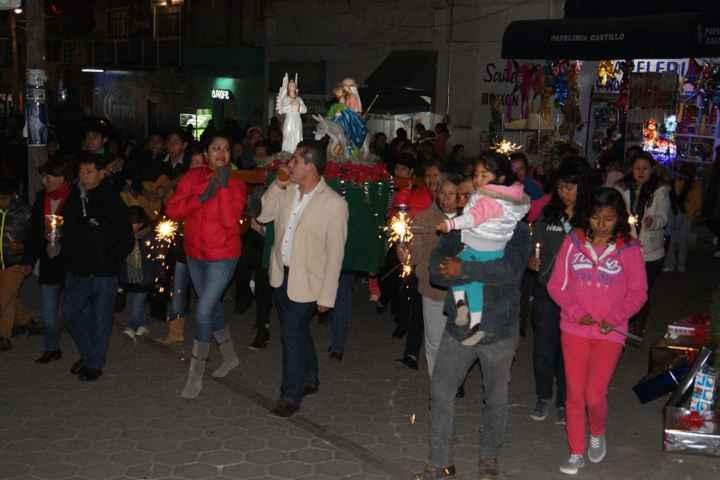 Lilia Olvera celebró posada navideña en Nanacamilpa