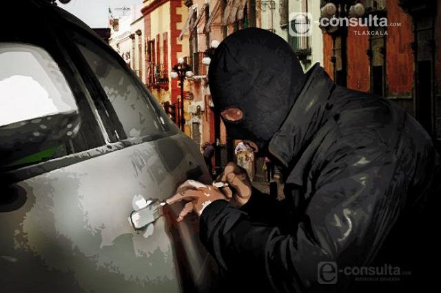 Ausente policia de Papalotla ante robo de auto
