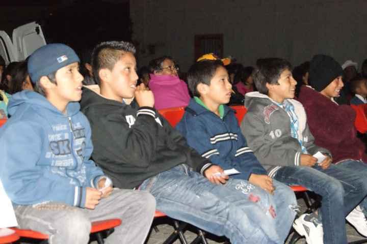 Realizan proyección de cine comunitario en Nanacamilpa