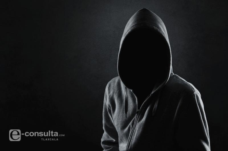Reportan bandalos en Tiida blanco, podrían ser policías estatales