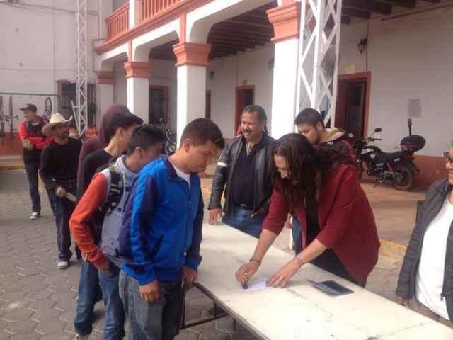 Lilia Olvera otorgó identidad militar a 109 jóvenes