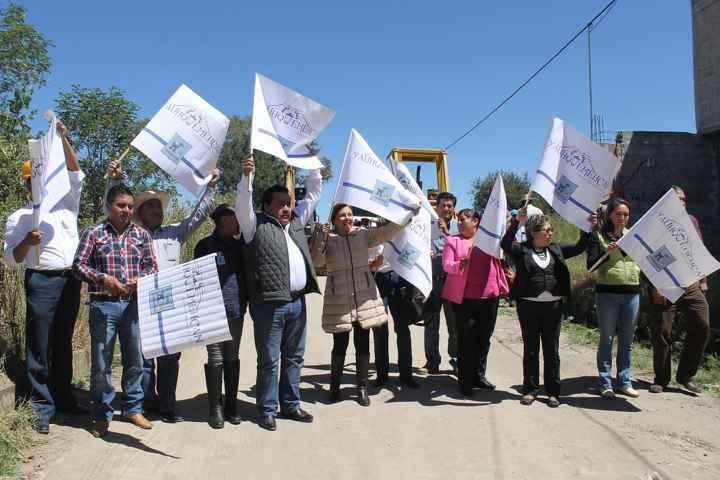 Alcalde y ex diputada inician obra pública en Yauhquemehcan