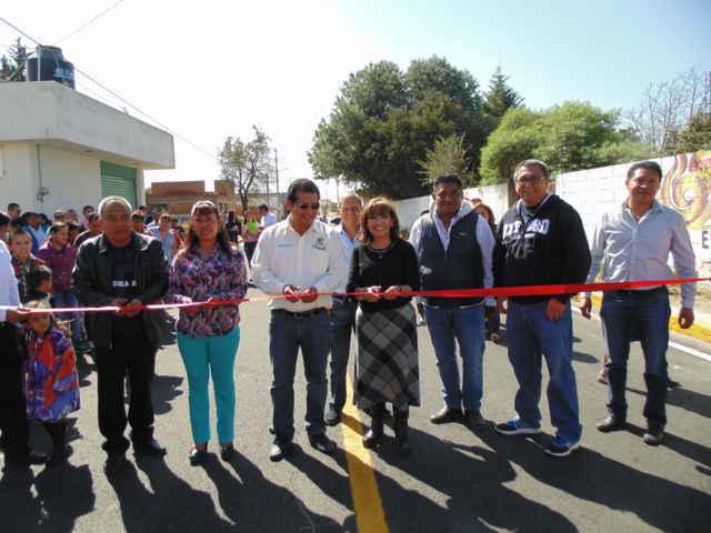 Inaugura LCC y CLV pavimentación de calle en Amaxac