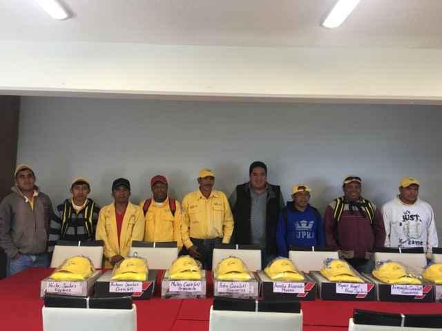 Alcalde dota de uniformes a la brigada rural contra-incendio forestales