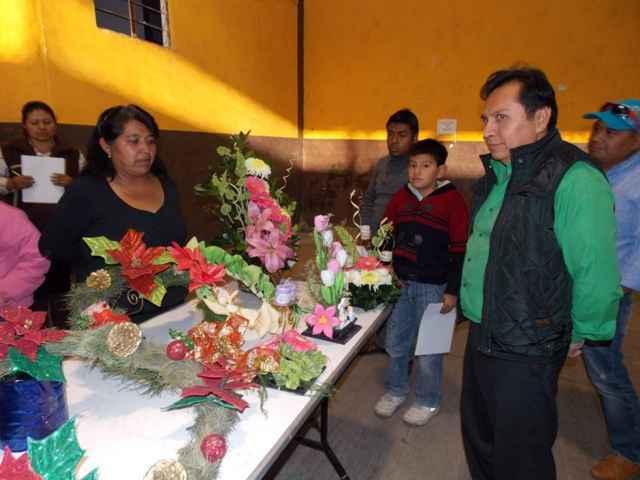 Alcalde clausura curso de floristería