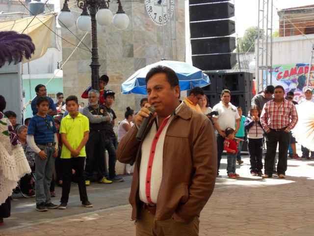 """Alcalde corona a """"Nayeli I"""" como reina de la camada Quiahuixtla Norte"""