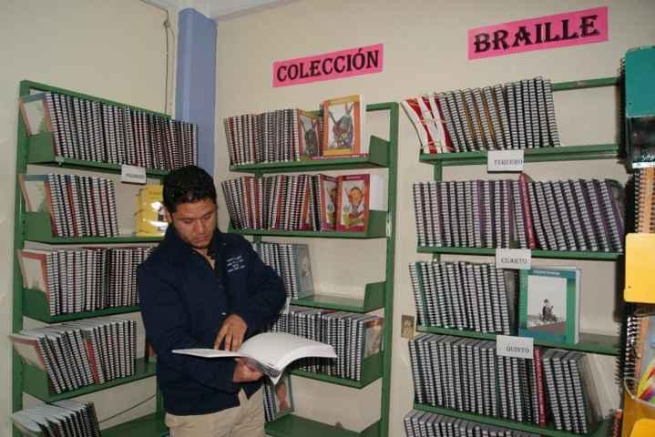 Fortalecen servicio de biblioteca para invidentes en Nanacamilpa