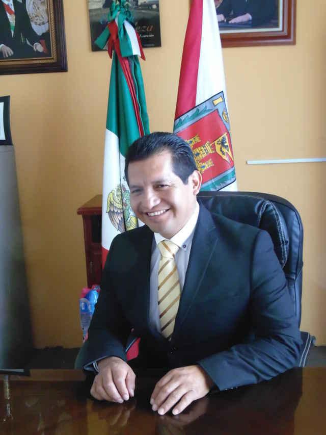 Ratifica Carlos Luna su compromiso de trabajo por Amaxac