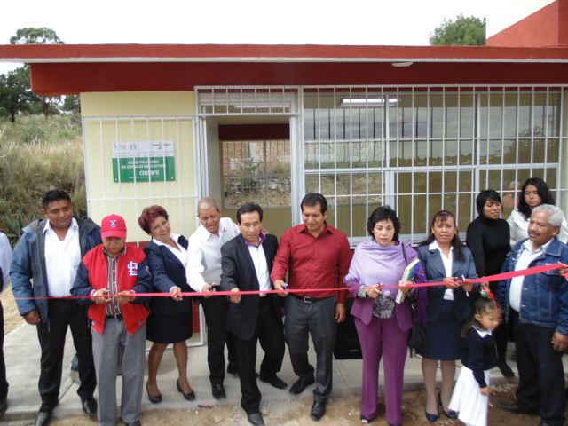Inauguraron Carlos Luna Vázquez y Josefina Espinosa Cuéllar aula Conafe en Amaxac