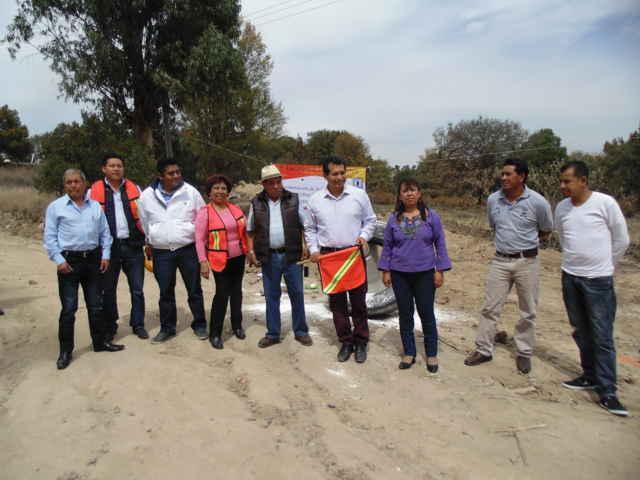 Dan banderazo en obra de pavimentación en Amaxac