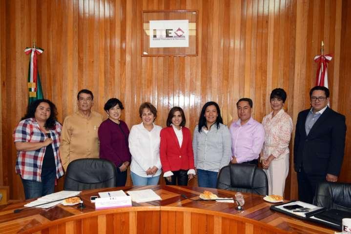 Reciben consejeros del ITE a sus padres de Guerrero