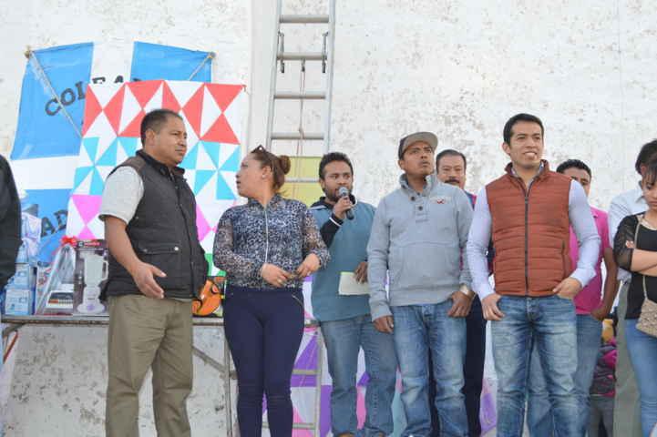 Zainos Flores apoyó a las tradicionales coleadas en Tepeyanco