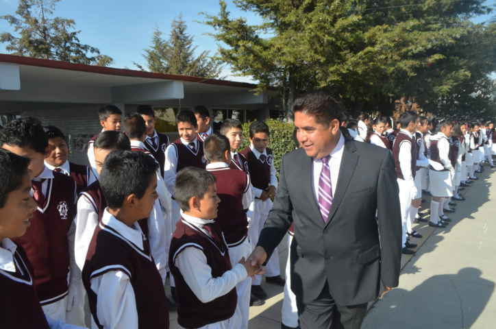 Fortalece Vicente Hernández Roldán valores Cívicos en Escuelas de Calpulalpan
