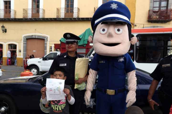 Marichi de la Policía Federal participó durante domingo familiar en Huamantla