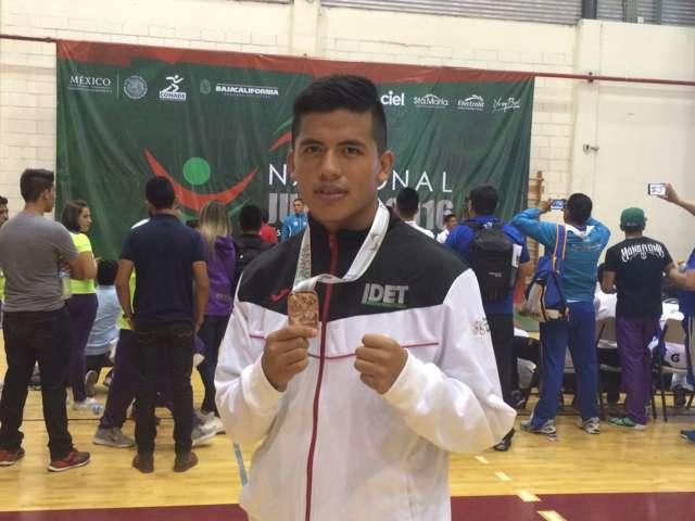Gana el tlaxcalteca Renato Espinoza medalla de oro en box