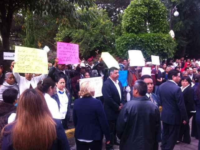 Protestan contra Polvo Rea en desfile