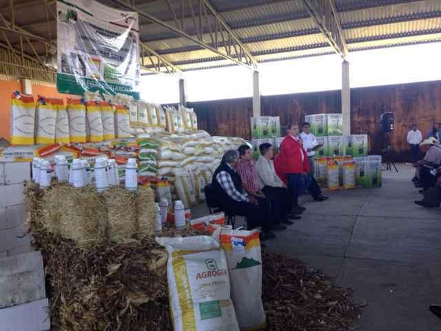 Reciben agricultores paquetes tecnológicos