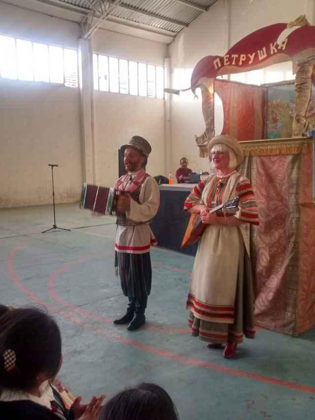 Cientos personas de Tetlatlahuca disfrutaron el inicio del festival de títeres