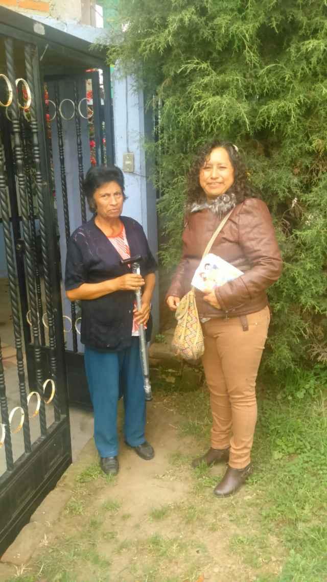 Entrega presidenta del SMDIF apoyos a adultos mayores