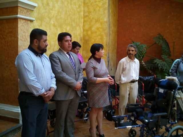 Entrega SMDIF Calpulalpan aparatos a personas con discapacidad
