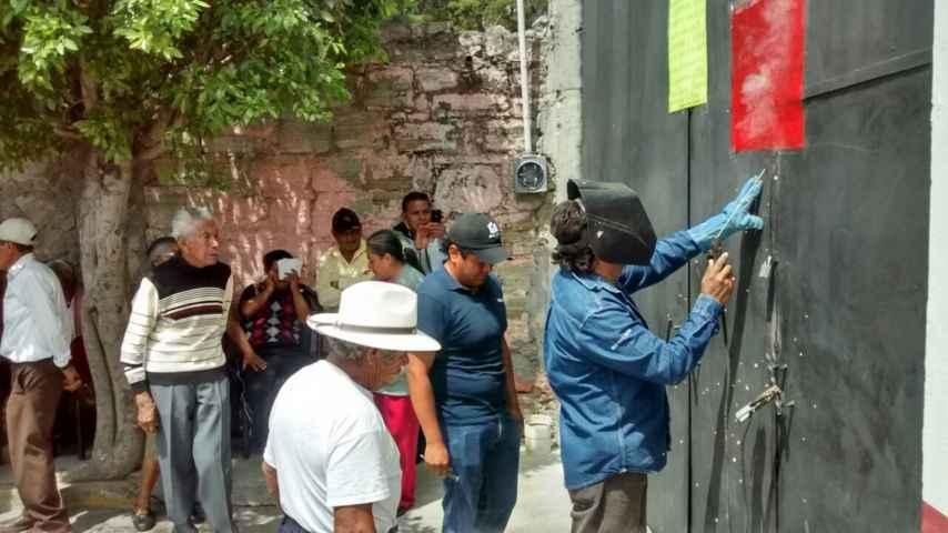 Destituyen habitantes a presidente de comunidad de Tepectipac