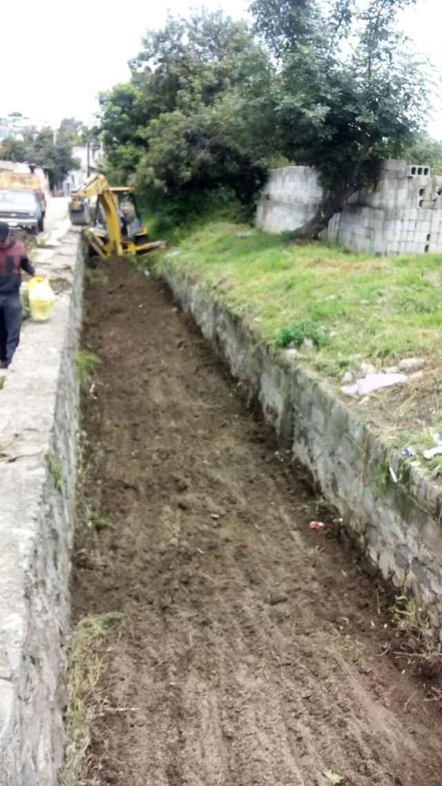 """Ayuntamiento desazolva canal """"era"""" para evitar inundaciones"""