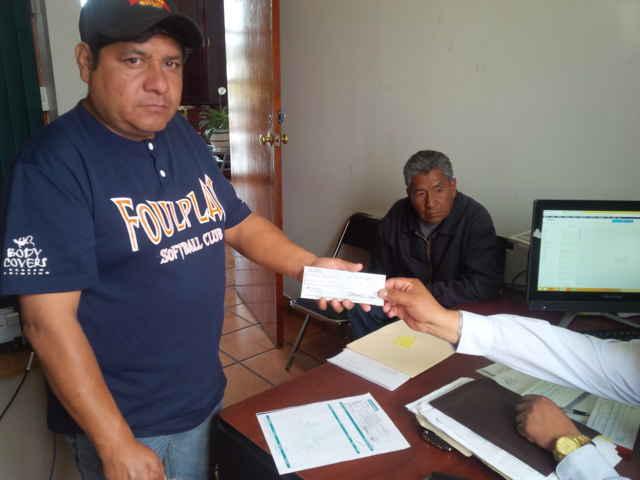 Entregan apoyos a camadas de Totolac para preservar tradiciones