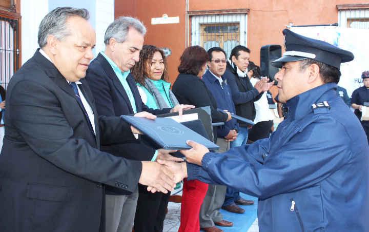 Entrega JAAL uniformes y equipamiento a 157  elementos policiacos de Huamantla