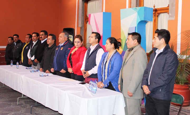 Entrega Alcalde de Huamantla despensas y equipo de trabajo a personal de base