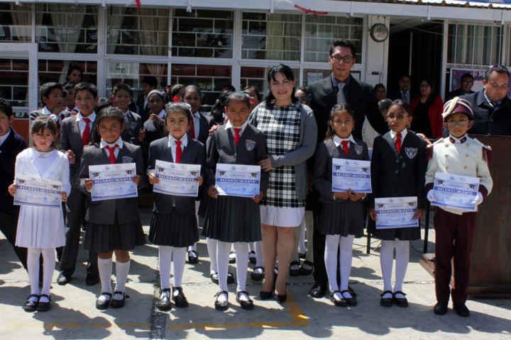 Excelencia Académica es reconocida por Autoridad Municipal