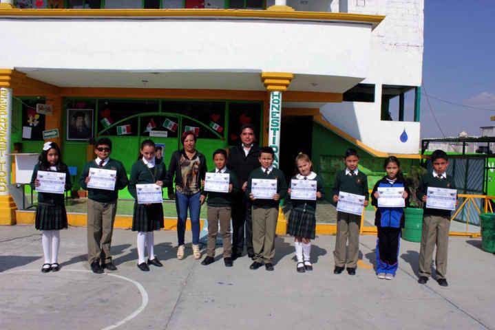 Entregan reconocimientos a estudiantes de Calpulalpan