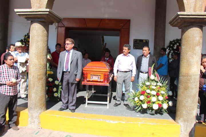 Autoridades de Contla montaron guardia de honor a los restos mortales de ex alcalde