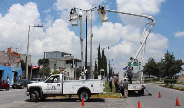 Instala Ayuntamiento de Huamantla nuevas luminarias en Blvd. Luis Donaldo Colosio