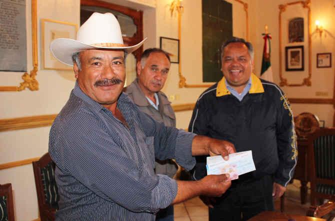 Realiza  Alejandro Aguilar López  donación económica para beneficiar a Comunidad de Huamantla