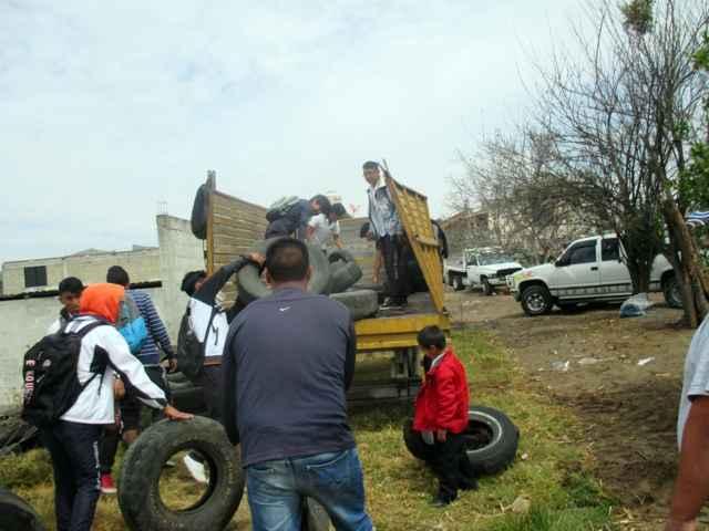 Continúa campaña de reciclado de llantas en Tetlanohcan