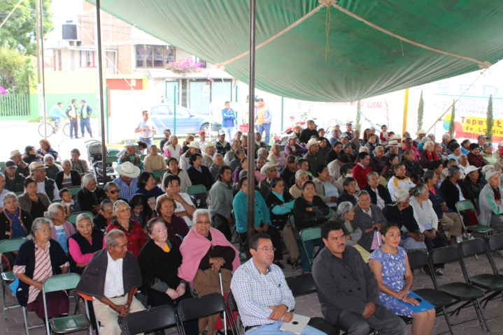 Alcalde y SMDIF de Tepetitla festejan a los abuelitos en su día