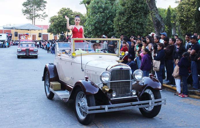 Realizan con éxito el ya tradicional desfile de Carcachas