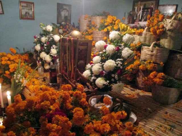 La primera ofrenda en Tetlanohcan, una tradición que perdura