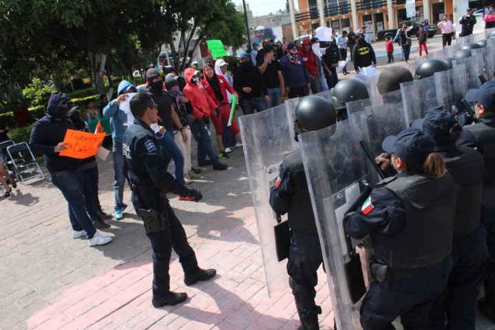 Se gradúan policías en tácticas y técnicas de control de disturbios