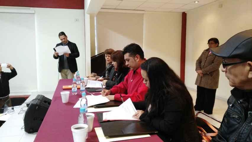 Firma alcalde de Tetla convenio con Icatlax