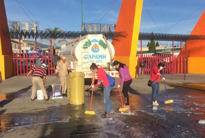 Encabeza JAAL jornada de limpia en recinto ferial de Huamantla