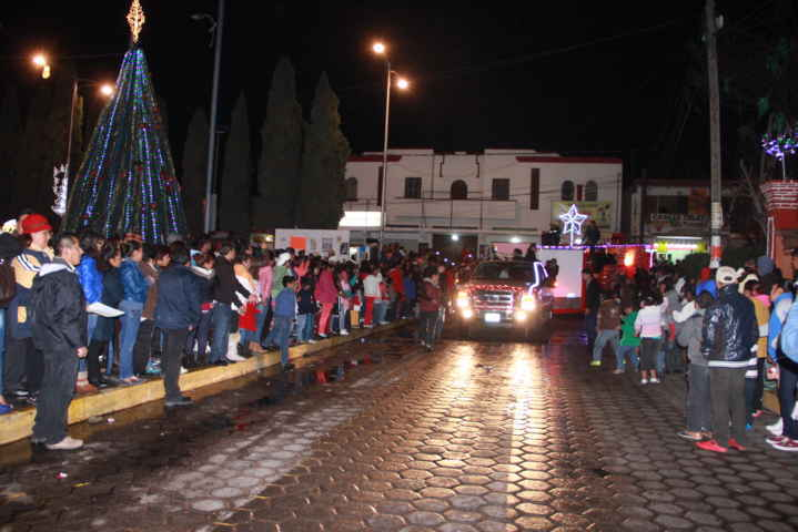 Los Reyes Magos pasearon la esperanza por las calles de Xaloztoc