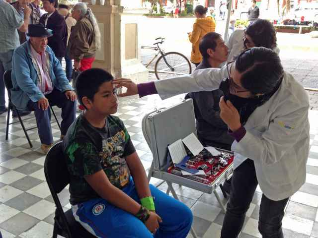 Dan continuidad a Jornadas de Salud Visual en Calpulalpan