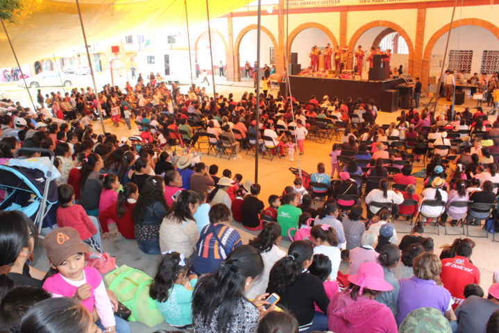 Ayuntamiento de Tocatlan festeja a las madres en su día